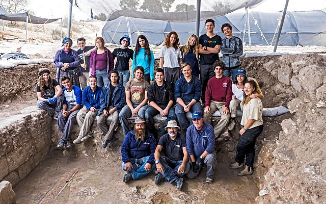 Volunteers and students who excavated the mosaic floor at a Byzantine-period church complex found in Ramat Beit Shemesh, 2017. (Assaf Peretz, Israel Antiquities Authority)