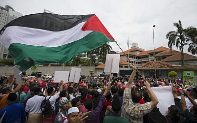Protesters wave Palestinian flags during a protest outside the US Embassy in Kuala Lumpur, Malaysia, December 8, 2017. (AP Photo/Vincent Thian)