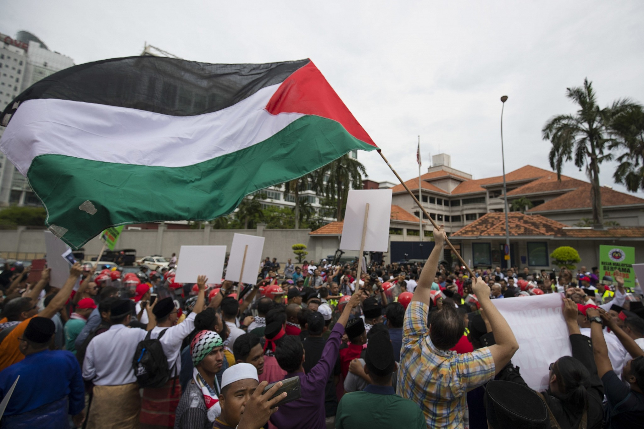 Muslim malaysia rejects criticism over israeli visit the times protesters wave palestinian flags during a protest outside the us embassy in kuala lumpur malaysia stopboris Images