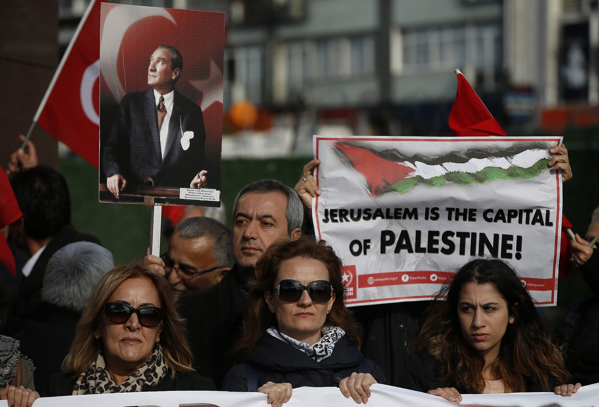 Hundreds Protest in Paris Against Netanyahu's Upcoming Visit to France