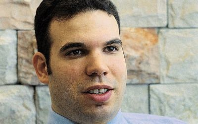 Dan Gertler sits in his office in Ramat Gan on September 18, 2000. (AP/Mati Stein)