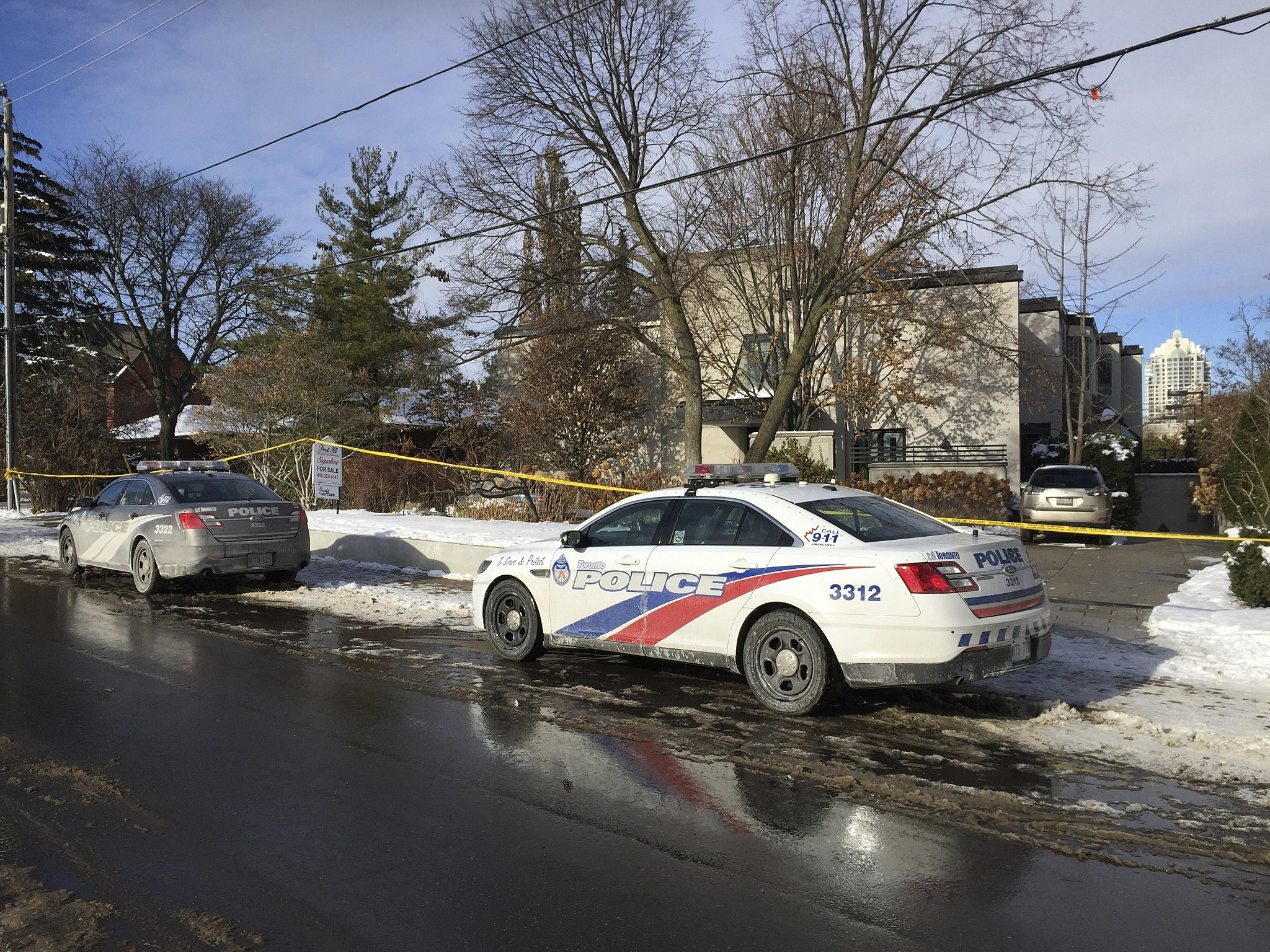 Family of Canadian billionaires found dead funding own probe