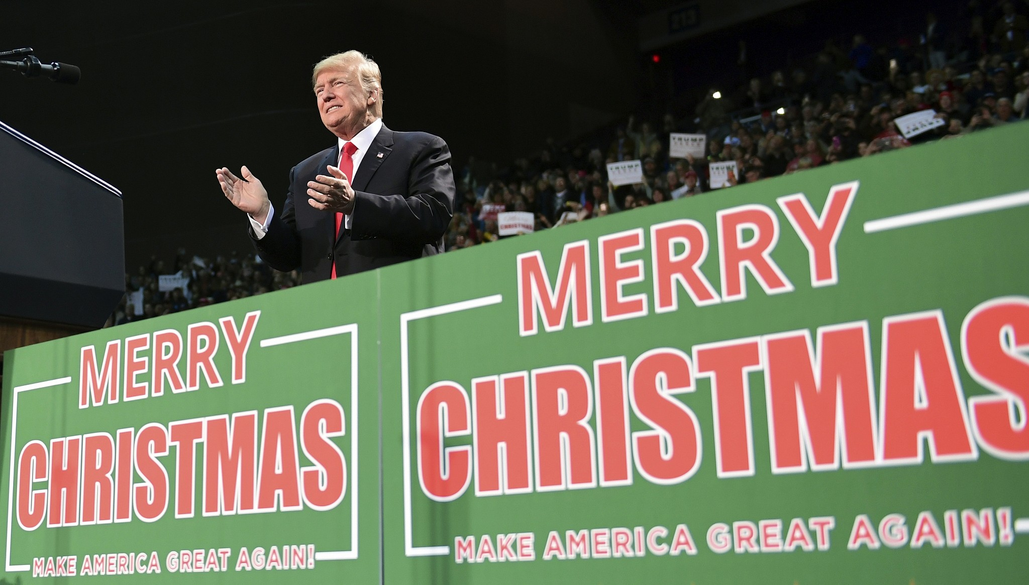 There S No Missing Trump S Merry Christmas Message The Times Of