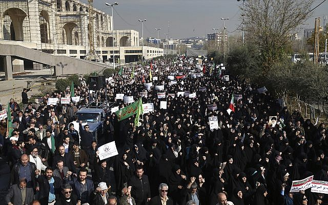 Iranian pro-regime protesters chant slogans at a rally in Tehran, Iran, Saturday, Dec. 30, 2017. (AP Photo/Ebrahim Noroozi)