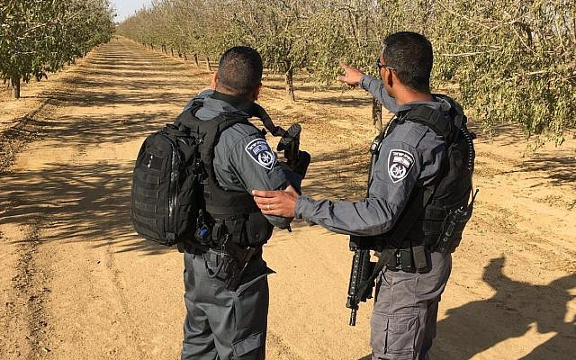 Police search for an attacker who stabbed a soldier to death in the southern city of Arad, December 1, 2017. (Israel Police)