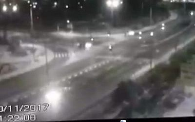 Video footage of speeding car on November 30, 2017, which led to the arrest of two Bedouin Israelis over the killing of IDF soldier Ron Kokia in Arad. (Screen capture: Channel 2)
