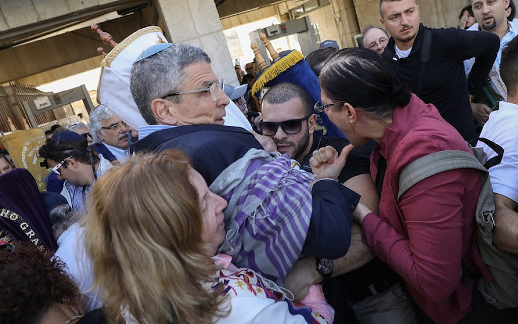 Rabbi Rick Jacobs, center, and other progressive Jews clashing with security guards in front of the Western Wall in Jerusalem, November 16, 2017. (Noam Rivkin Fenton/via JTA)