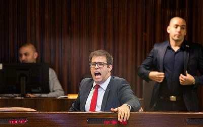 Likud Knesset Member Oren Hazan reacts during a Knesset plenary session, on November 27, 2017. (Hadas Parush/Flash90)