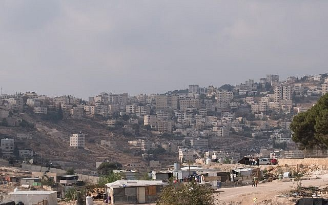A view of the Palestinian town of Eizariya, November 27, 2017 (Yaniv Nadav/Flash90)
