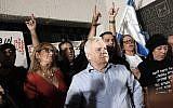 Amiram Levin (C) at a protest against government corruption in Tel Aviv on December 2, 2017. (Tomer Neuberg/Flash90)