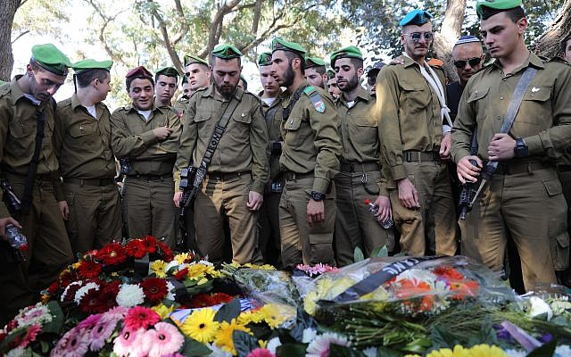 Hundreds attend the funeral of 19-year old Israeli soldier Ron Kokia in the Kiryat Shaul military cemetery on December 3, 2017. (Miriam Alster/Flash90)