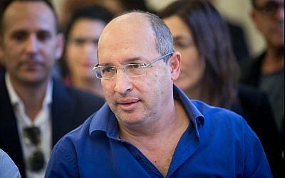 Histadrut leader Avi Nissenkorn attends a hearing at the National Labor Court in Jerusalem on December 5, 2017. (Yonatan Sindel/Flash90)