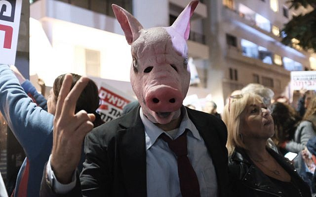 Thousands protest against Netanyahu, corruption in Tel Aviv