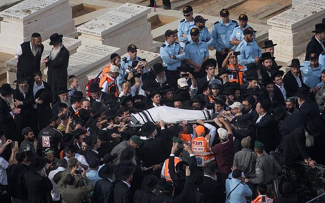 Ultra-Orthodox Jewish men carry the body of Rabbi Aharon Leib Steinman during his funeral in the Bnei Brak, on December 12, 2017. (Yonatan Sindel/Flash90)