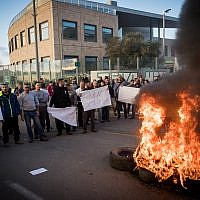 Workers of the Teva company protest against the company plan to lay off hundreds of employees, outside the TEVA Pharmaceutical Industries building in Jerusalem, December 14, 2017. (Yonatan Sindel/Flash90)