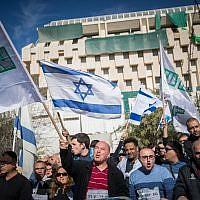 Teva Pharmaceutical Industries employees  protest in front of the Prime Minister's Office in Jerusalem against the company's plan to lay off hundreds of workers, December 17, 2017.(Yonatan Sindel/Flash90)