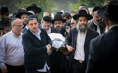 Thousands mourn at the funeral of four members of the Azan family killed in a Booklyn  housefire, Aliza Azan, 39, and three of her children Moshe, 11, Yitzchak, 7, and three-year-old Henrietta, in Holon on December 20, 2017. (FLASH90)