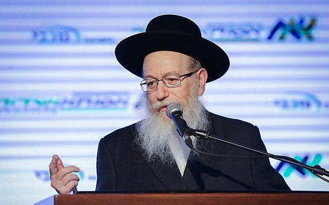 UTJ party head Yaakov Litzman speaks in Ashdod, December 21, 2017 (FLASH90)
