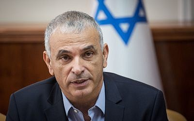 Finance Minister Moshe Kahlon speaks during the weekly government meeting at the Prime Minister's Office in Jerusalem, December 24, 2017. (Hadas Parush/Flash90)