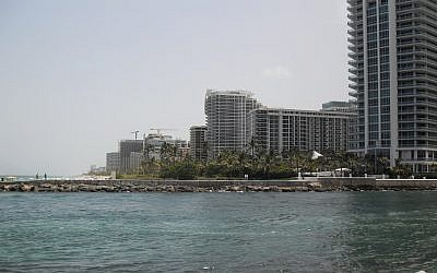 Bal Harbour, Florida (CC BY-SA 3.0, Elmschrat, Wikipedia
