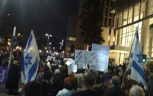 Thousands of Israelis take part in anti-corruption protests amid Netanyahu probe