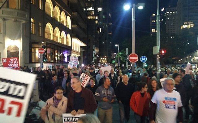 Thousands of people march through Tel Aviv to protest against Prime Minister Benjamin Netanyahu who is embroiled in two corruption investigations on December 16, 2017 (Raoul Wootliff/Times of Israel)