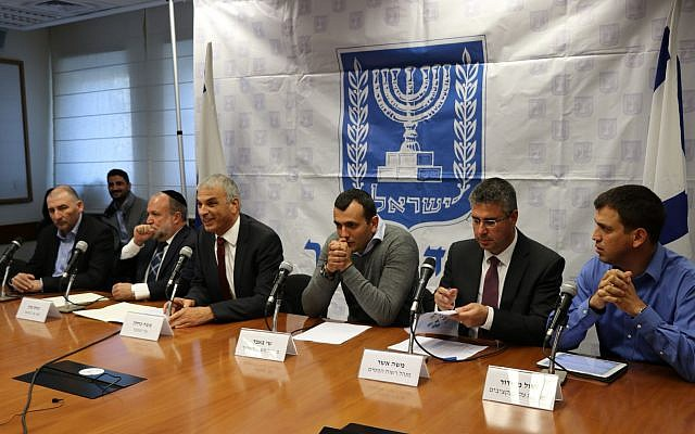 Finance Minister Moshe Kahlon (third from left) announces a reduction in customs and purchase tax rates for consumers at a press conference in Jerusalem; December 11, 2017 (Finance Ministry spokesperson's office)