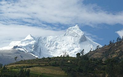 The Cordillera Blanca mountain range in Peru, part of the Andes. (Wikipedia/Clarquitecto/CC BY)