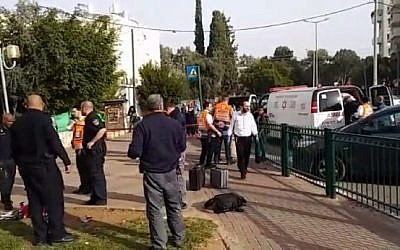 Scene of suspected spouse murder in Petah Tikva, December 21, 2017. (Screen capture: Hadashot news)