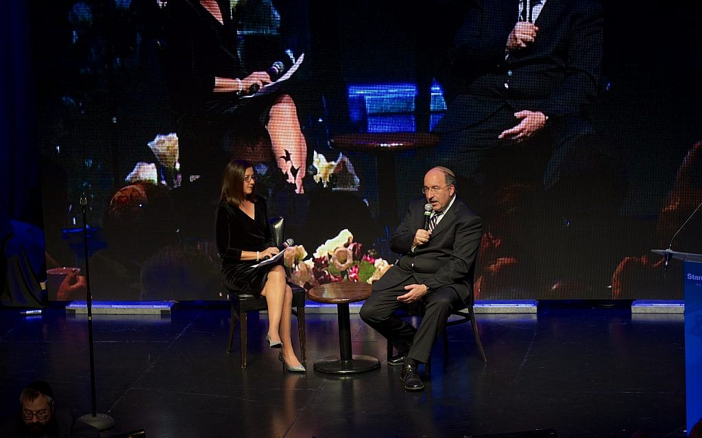Cathryn J. Prince speaking with former Israeli ambassador to the United Nations Dore Gold on November 14, 2017 in New York. (Perry Bindelglass)