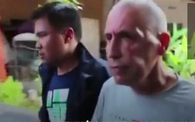 Israeli Shimon Biton (r), convicted of murder of another Israeli, Eliyahu Cohen, in Bangkok, Thailand on November 12, 2016. (Screen capture: Walla News)