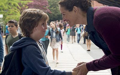 Jacob Tremblay and Julie Roberts, promotional photo, Wonder the movie. (Gallery, Official website)