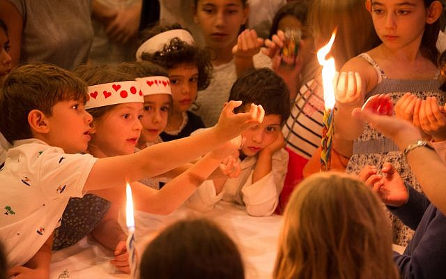 Children participating in a Yom Kippur event at the Palo Alto JCC, October 2017. (Ilyanne Photographic Art/via JTA)