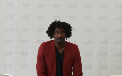 Amar'e Stoudemire at SCOPE Miami, where a painting he commissioned on the destruction of the Second Temple is exhibited. (Patrice Worthy/Times of Israel)