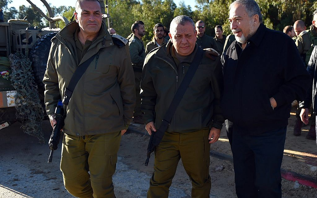 Defense Minister Avigdor Liberman R) tours and IDF exercise in southern Israel on Tuesday with IDF Chief of Staff Gadi Eisenkot on December 26 2017)