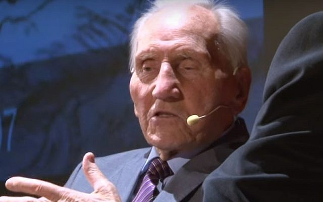 Kazimierz Piechowski, a non-Jewish political prisoner who led a daring escape from the Auschwitz death camp in 1942, died at the age of 98 on15, December 2017. (YouTube screenshot)