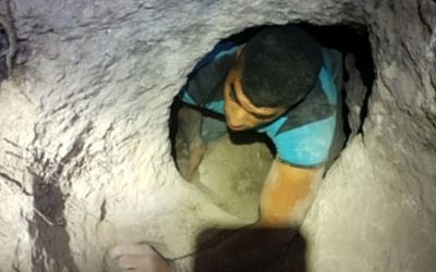 Capture of antiquities theft suspect at Hurvat Dvora near Nazareth, December 12, 2017. (Nir Distelfeld/Israel Antiquities Authority)