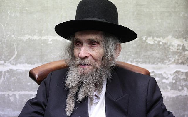 Prominent ultra-orthodox rabbi Aharon Yehuda Leib Steinman in the central Israeli city of Bnei Brak, on November 14, 2012. (Yaakov Naumi/Flash90)