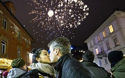 A couple kisses during New Year's celebrations just after midnight in Ljubljana, Slovenia on January 1, 2018. (AFP PHOTO / Jure Makovec)