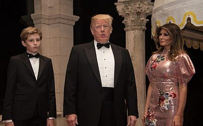 US President Donald Trump, First Lady Melania Trump and their son Barron arrive for a new year's party at Trump's Mar-a-Lago resort in Palm Beach, Florida, on December 31, 2017. (AFP PHOTO / NICHOLAS KAMM)