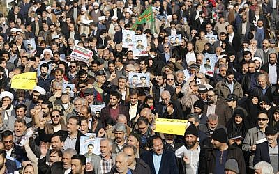 Iranian pro-government protesters take part in a march held after the weekly Friday prayers in central Tehran on January 5, 2018.(AFP PHOTO / ATTA KENARE)