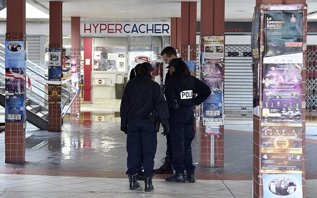 Illustrative: French police officers stand outside a Hyper Cacher supermarket adjacent to the Promo & Destock store, a French kosher grocery store in Creteil, south of Paris, that was destroyed in an arson attack on January 9, 2018. (AFP Photo/Alain Jocard)