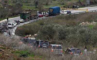 Israeli forces close a road on January 10, 2018 in the area where a 35-year-old Israeli rabbi was killed late the night before near Nablus. (Jaafar Ashtiyeh/AFP)