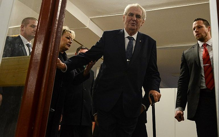 Czech vote: Milos Zeman to face Jiri Drahos in run-off