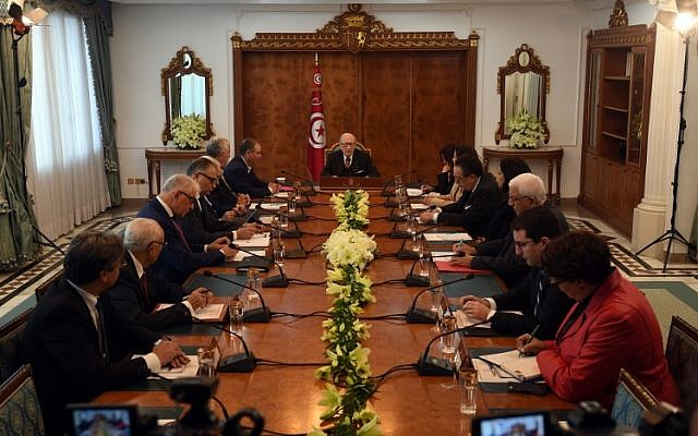 Tunisian President Beji Caid Essebsi (C) attends a meeting with political parties, unions and employers on January 13, 2018 in Tunis, following unrest triggered by austerity measures. (AFP PHOTO / FETHI BELAID)