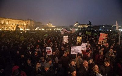 Protesters take part in a demonstration against the new Austrian government in Vienna, January 13, 2018. (AFP Photo/Alex Halada)