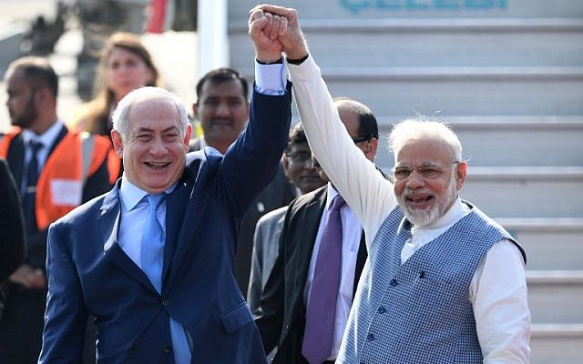 Indian Prime Minister Narendra Modi, right, and Prime Minister Benjamin Netanyahu pose for photographers after the Israeli leader arrived at the Air Force Station in New Delhi January 14, 2018. (PRAKASH SINGH/AFP)