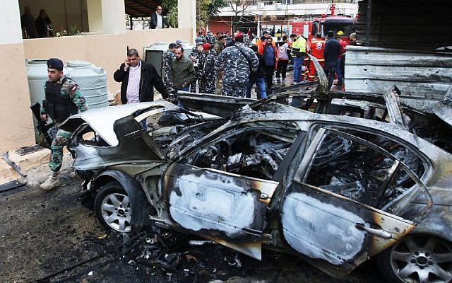 Lebanese security forces secure the area following a car bomb blast in the southern Lebanese port city of Sidon on January 14, 2018.  (Mahmoud Zayyat / AFP)