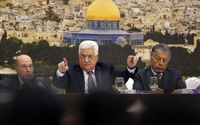 Palestinian Authority President Mahmoud Abbas (C) speaks during a meeting in the West Bank city of Ramallah on January 14, 2018. (AFP PHOTO / ABBAS MOMANI)
