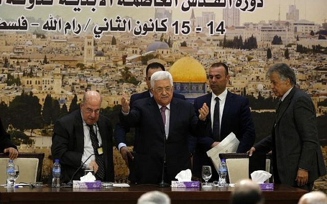 Palestinian Authority President Mahmoud Abbas (C) arrives for a meeting in the West Bank city of Ramallah on January 14, 2018.(AFP PHOTO / ABBAS MOMANI)